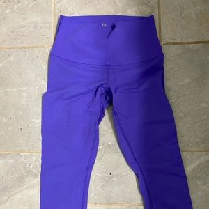 ⁉️⁉️Wunder Under Lululemon Crops Purple⁉️⁉️